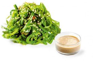 Salata Hyiashi wakame cu sos de nuci